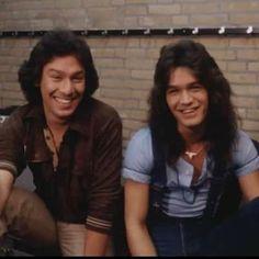 Alex Van Halen, Eddie Van Halen, 70s Music, Rock Music, Rock Band Posters, Good Smile, Rock Bands, Rock N Roll, Superstar
