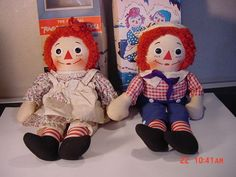 Raggedy Ann and Andy dolls from Knickerbocker Toy Co., Shown with original boxes. I had Raggedy Andy! My Childhood Memories, Childhood Toys, Raggedy Ann And Andy, Old Toys, Vintage Dolls, Beautiful Dolls, Little Girls, Retro, Holly Hobbie