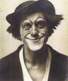 Clown Grock, 1904. Fotograf unbekannt. Creepy Circus, Creepy Clown, Circus Clown, Pt Barnum Circus, History Of Clowns, Clown Paintings, Clown Tattoo, Vintage Clown, Human Oddities