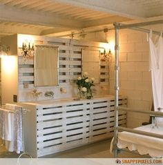 I am insane over this vanity made from pallets!  107 Used Wood Pallet Projects and Ideas - Snappy Pixels