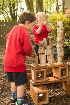 When children are encouraged to use loose parts and try their own ideas, they are driven to learn. Outdoor Learning, Outdoor Play, Sensory Activities, Sensory Play, Outdoor Classroom, Forest School, Learning Through Play, Early Childhood Education, Indigo