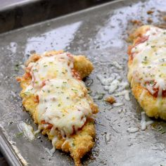 Baked Chicken Parmesan – wait until you check out that low carb breading! It's so easy and it's keto friendly! Baked Chicken Parmesan – wait until you check out that low carb breading! It's so easy and it's keto friendly! Carb Free, Tortas Low Carb, Poulet Keto, Diet Recipes, Cooking Recipes, Crockpot Recipes, Ketogenic Recipes, Soup Recipes, Low Carb