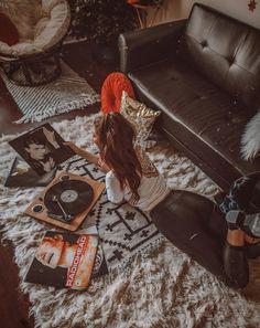 Home decor retro Vinyl Music, Vinyl Records, Photographie Portrait Inspiration, Retro Home Decor, Aesthetic Vintage, Home Decor Bedroom, Girl Photos, Portrait Photography, Black And White