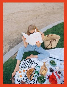 Taylr Anne wears a pair of well-loved vintage Levi's on a picnic. Fashion Instagram Accounts, Instagram Fashion, Picnic Time, Summer Picnic, Beach Picnic, Enma Watson, Picnic Blanket, Outdoor Blanket, French Lifestyle