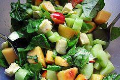 http://www.chefkoch.de/rezepte/2232701357646979/Fruchtiger-Gurken-Spinat-Salat.html