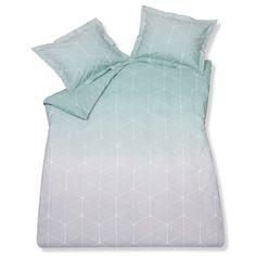Zacht en eigentijds, dat is de sfeer die het Fade dekbedovertrek van Vandyck uitademt! Door het grafische motief en het subtiele kleurverloop wordt jouw bed een trendy item in de slaapkamer. Zo val je elke avond weer extra lekker in slaap!