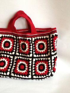 Similar Items like Crochet Bag - Black Red Cream Business Tote Bag, Women& Bag, Knit Bag on Etsy Bag Crochet, Crochet Motifs, Crochet Handbags, Crochet Purses, Love Crochet, Crochet Granny, Crochet Crafts, Crochet Baby, Granny Square Bag