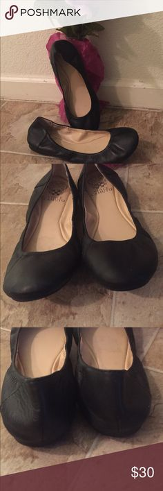 Vince Camuto Ballet Flats EUC Vince Camuto Black Ballet Flats. Size 7 1/2. Beautiful leather Ballet Flats. Vince Camuto Shoes Flats & Loafers
