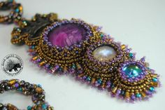 Nice looking pendant here via Good Quill Hunting. She always has such an eye for color.