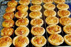 Mini Quiche-Lorraines a great recipe from the Tarte / Quiche category. Ratings: Average: Ø The post Mini Quiche-Lorraines by Aurora Mini Quiches, Easy Smoothie Recipes, Healthy Smoothies, Healthy Snacks, Snack Recipes, Party Finger Foods, Snacks Für Party, Mini Quiche Lorraine, Mini Quiche Recipes