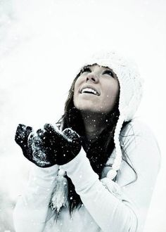 Oh to look cute in the snow Winter Senior Pictures, Snow Pictures, Winter Photos, Senior Pics, Senior Year, Senior Girl Photography, Snow Photography, Creative Photography, Photography Ideas