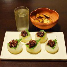 きょうの晩酌は、青森「田酒」をコップ酒。肴は、京都向日市・激辛商店街「辛味工房ギャー」さんのギャー油を使って大根カナッペ。優しいお出汁で炊いた大根と辛味が身体に染みます!  #今宵堂晩酌帖 #晩酌 #日本酒 #田酒 #ギャー油 #sake