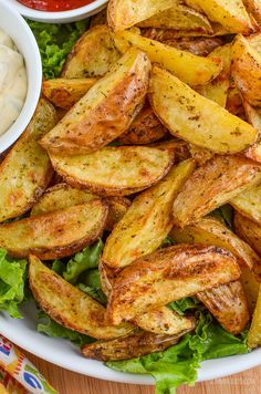 Slimming Slimming Eats Syn Free Garlic and Herb Potato Wedges - gluten free, dairy free, vegan, vegetarian, Slimming World and Weight Watchers friendly Slimming World Breakfast, Slimming World Diet, Slimming Eats, Slimming Word, Slimming World Vegetarian Recipes, Slimming Recipes, Vegan Vegetarian, Veggie Recipes, Diet Recipes