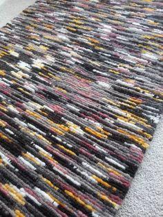 """Locker Hooking With Fabric Strips"" Book Locker Rugs, Diy Locker, Locker Hooking, Rug Hooking, Diy Carpet, Rugs On Carpet, Carpet Ideas, Hall Carpet, Cheap Carpet"