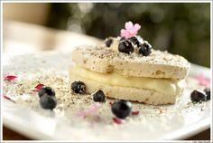 Brown Sugar : suspiro de gengibre com creme de baunilha, blueberries, e raspas de chocolate ao leite e branco