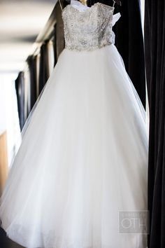 Badgley Mischka Wedding Gown | Christian Oth Studio | See more on #SMP Weddings -  http://www.StyleMePretty.com/new-york-weddings/2014/01/03/traditional-nyc-wedding-at-gotham-hall/