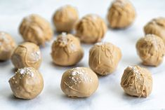 If you can stand to part with them, these delicious salted Caramilk truffles would make a lovely Christmas present. Pop them into a jar or small box, and decorate with ribbon and a sprig of rosemary for a festive homemade gift. Easy Desserts, Dessert Recipes, Homemade Truffles, Truffle Recipe, Homemade Gifts, Food Photo, Finger Foods, Baking Recipes, Sweet Treats