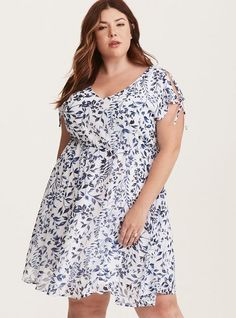Awesome NWT Blue and White  Floral Print   PLUS SIZE DRESS SIZE 3 by Torrid 2017-2018 Check more at http://dressesshop.top/product/nwt-blue-and-white-floral-print-plus-size-dress-size-3-by-torrid-2017-2018/