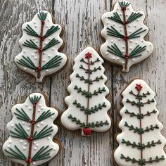 More Christmas cookies - busy weekend! - More Christmas cookies – busy weekend! Christmas Cookie Icing, Christmas Biscuits, Christmas Tree Cookies, Christmas Gingerbread, Holiday Cookies, Christmas Treats, Christmas Baking, Reindeer Cookies, Owl Cookies