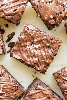 4 Ingredient Flourless Protein Brownies Recipe-Gooey, fudgy protein brownies made with wholesome healthy ingredients- Perfect post workout! Protein Powder Brownie Recipe, Protein Brownies, Brownie Recipes, Brownie Bites, Protein Snacks, Protein Desserts, Protein Bites, Protein Pancakes, Protein Recipes