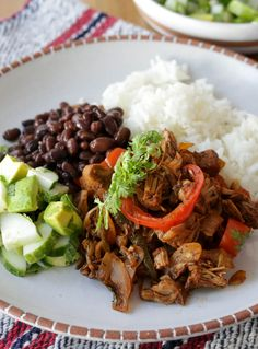 Jackfruit Ropa Vieja - Hilah Cooking This jackfruit ropa vieja is a vegan version of Cuba's famous shredded beef dish, ropa vieja. Excellent served with black beans and white rice Rice Recipes For Dinner, Easy Appetizer Recipes, Lunch Recipes, Beef Recipes, Whole Food Recipes, Vegetarian Recipes, Cooking Recipes, Healthy Recipes, Healthy Food
