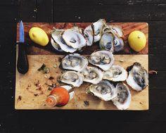 La saison des huîtres.  by vanpailong