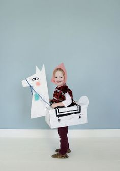 Awesome list of DIY Halloween costume ideas to try this year for costume parties and more. 24 DIY Halloween costume ideas in total. Costume Halloween, Diy Halloween Costumes For Kids, Diy Costumes, Costume Ideas, Costume Contest, Meme Costume, Llama Costume, Cardboard Costume, Cardboard Crafts