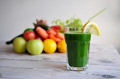 Bleekselderij - 4 stengels Groene appel - 1 Komkommer - 1/2 Spinazie - 2 handjes Citroen met schil - 1/2 Verse gember