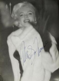 MARILYN MONROE SIGNED PHOTOGRAPH - Current price: $1000