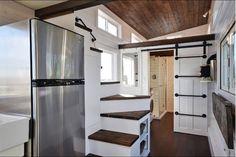 Banheiro e cozinha gigantes chamam atenção nesta casa minúscula - http://visitasacasas.com/2016/03/31/banheiro-e-cozinha-gigantes-chamam-ateno-nesta-casa-minscula/?src=fbfan_50661&t=fbad&vn=100&k=lgbr001d