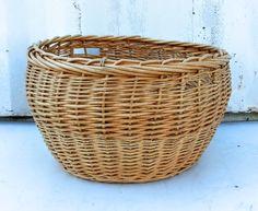 Oversized basket Fleas, Upcycle, Basket, Antiques, Vintage, Home Decor, Antiquities, Antique, Decoration Home