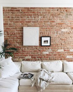exposed brick wall in the living room. muro in mattoni a vista nel salotto White Brick Walls, Exposed Brick Walls, Exposed Brick Apartment, Living Room Ideas Exposed Brick, White Bricks, Red Bricks, Living Room Red, Home And Living, Living Room Brick Wall