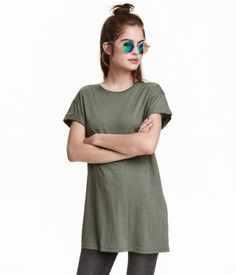 Khaki green. Long T-shirt in jersey with sewn-in turn-ups on the sleeves.