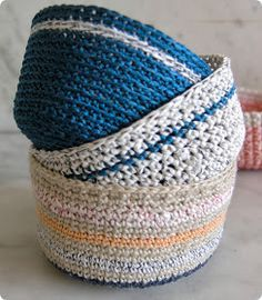 tangled happy: Mini Crochet Baskets