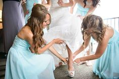 26 MUST-HAVE WEDDING PHOTOS TO TAKE WITH YOUR BRIDESMAIDS || Kennedy Blue Blog