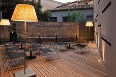 Caro Hotel, un hotel boutique en Valencia Outdoor Floor Lamps, Outdoor Lighting, Outdoor Decor, Caro Hotel, Valencia, Led Garden Lights, Garden Architecture, Spanish House, Garden Chairs