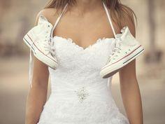 Die Hochzeitssaison ist eröffnet und alle Frauen sind wieder auf der Suche nach DEM perfekten Outfit. Nicht fehlen dürfen dabei die Schuhe. Wir haben die schönsten Alternativen zu weißen High-Heels.