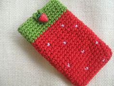 Crochet Phone Cover Rainbow Bunting: Strawberry Pouch - sorry, no pattern. Art Au Crochet, Beau Crochet, Crochet Diy, Easy Crochet Projects, Crochet Crafts, Crochet Pencil Case, Free Crochet Bag, Crochet Pouch, Mobiles En Crochet