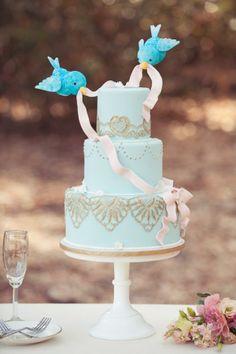 A wedding cake from one of the classic fairytale love stories... Jen Fuj Photography The Bride Concierge i Believe it's Cake! Patalina Marisol Aparicio http://ruffledblog.com/cinderella-love-shoot/
