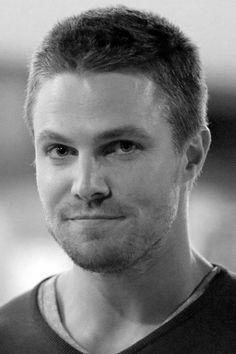 STEPHEN ARMELL - Oliver Queen dans la série Arrow