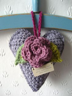 Beautiful crochet heart - <3  Would you like make one? I give you the links to a pattern in English in my blog:     http://bautawitch.se/2013/02/12/virka-ett-vackert-hjarta/