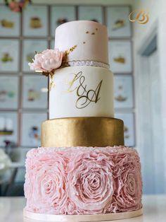 tort  nunta roz ruffles auriu gold pink flower wedding cakes timisoara dumbravita cofetarie bb cakes Peony Flower, Pink Flowers, Wedding Cakes With Flowers, Pillar Candles, Pink And Gold, Peonies, Ruffles, Bb, Peony