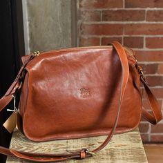 75ba49ca776d Il Bisonte A2539 Messenger Bag (cognac)