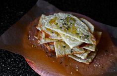 Crackers met honing, tijm en kaas