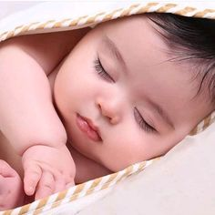 Keep the best memory of your loved baby! Cute Kids Pics, Cute Baby Girl Pictures, Baby Girl Photos, Cute Little Baby, Baby Kind, Very Cute Baby Images, Cute Babies Photography, Cute Baby Wallpaper, Baby Boy Dress