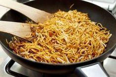 Tento recept není žádná extra kulinářská specialita,ale je to jednoduché, dobré a vegetariánské jídlo. Receptů na smažené nudle je víc n... Asian Recipes, Healthy Recipes, Ethnic Recipes, Ceviche Recipe, China Food, How To Cook Pasta, Main Meals, Food Inspiration, Breakfast Recipes