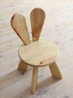 Stolik dziecięcy w kształcie królika