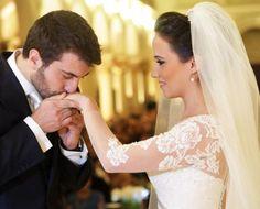 O casal Marina Gandolfo e Júlio Mazzoni Tortorello se conheceu na faculdade de engenharia e eles não se separaram mais. Relembre o casamento deles no vídeo feito por Vinicius Credidio! (Foto: Fernanda Scuracchio e Andrea Freitas) http://yeswedding.uol.com.br/pt/antena-yes/post/casamento-e----compartilhar-o-amor