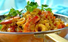 Use prawns, hake and calamari to make this unusual seafood breyani dish. Fish Dishes, Seafood Dishes, Seafood Recipes, Dinner Recipes, South African Recipes, Indian Food Recipes, Fish Casserole, Romantic Meals, Romantic Recipes