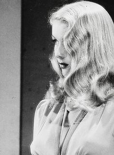 Veronica Lake, 1940's Via http://hollywoodlady.tumblr.com/tagged/Veronica-Lake